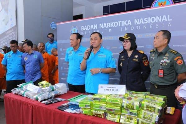 BNN TANGKAP OKNUM TNI AD TERLIBAT JARINGAN EKSTASI