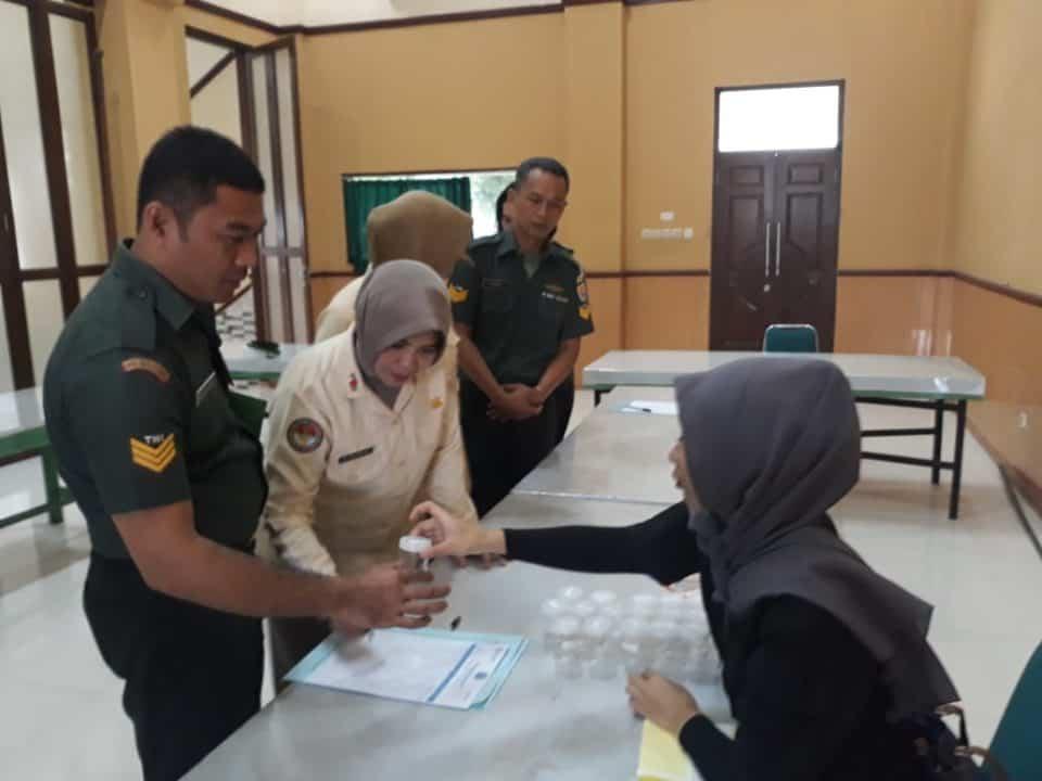 TNI GELAR TES URINE DALAM RANGKAIAN PRA HANI 2019 DAN BENTUK KOMITMEN MENCIPTAKAN LINGKUNGAN KERJA BERSIH NARKOBA