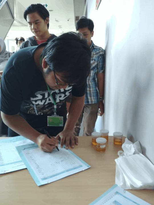 Tes Urine di Lingkungan Institut Kalbis
