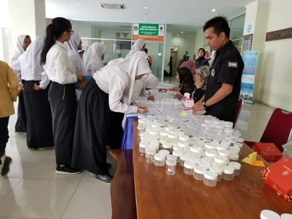UBJ bekerjasama dengan BNN tes urin mahasiswa baru 2019