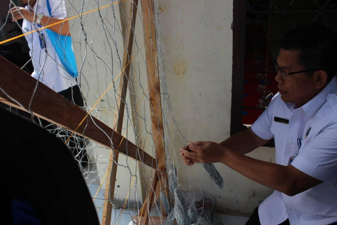 BNN Latih Warga Desa Meunasah Bungo Membuat Kawat Beronjong
