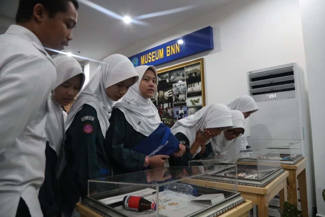 Ingin Tau Narkoba, Pelajar SMP IT Arafah Kunjungi BNN