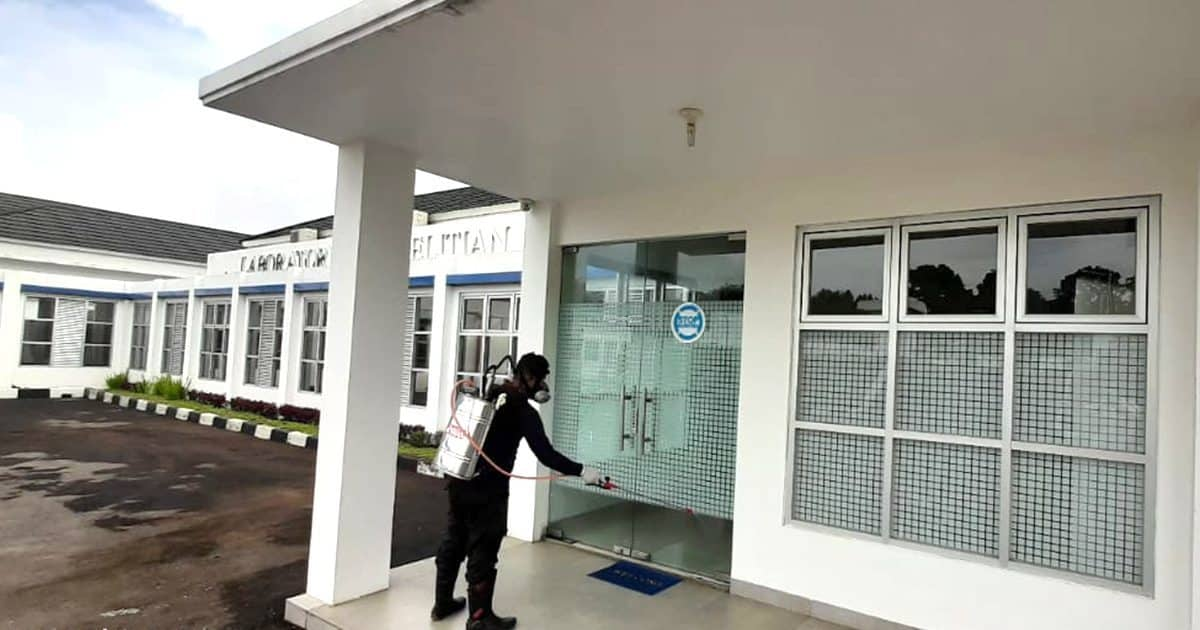 Cegah Penyebaran Virus Corona, Pusat Lab Narkotika BNN Semprot Seluruh Area Gedung