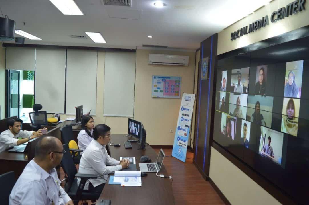 Deputi Pencegahan BNN Pantau Aktivitas Staf Yang Bekerja Di Rumah Melalui Video Conference