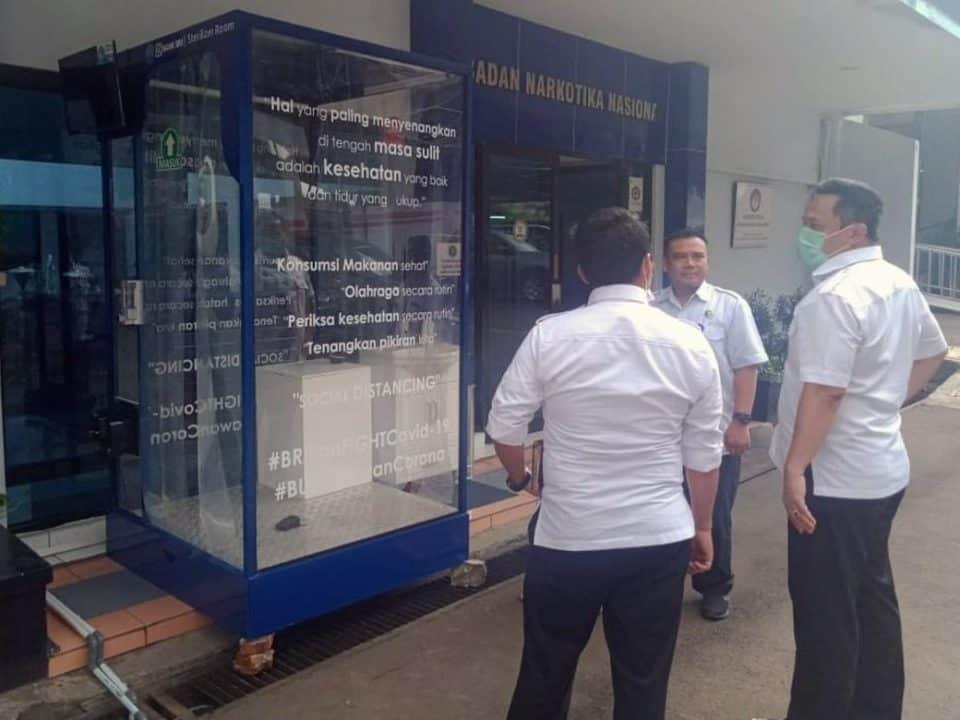 Wakil Ketua Satgas Covid-19 Serahkan Bilik Disinfektan Untuk Balai Besar Rehabilitasi BNN Lido