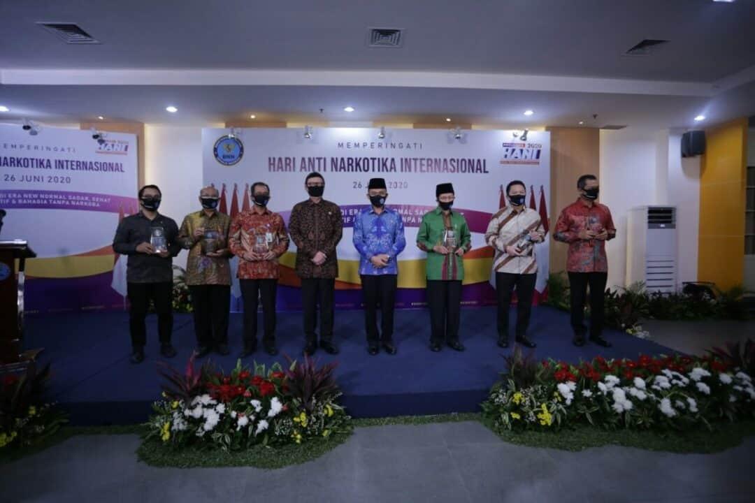 BNN Beri Penghargaan Kepada Insan dan Instansi Berjasa Dalam P4GN