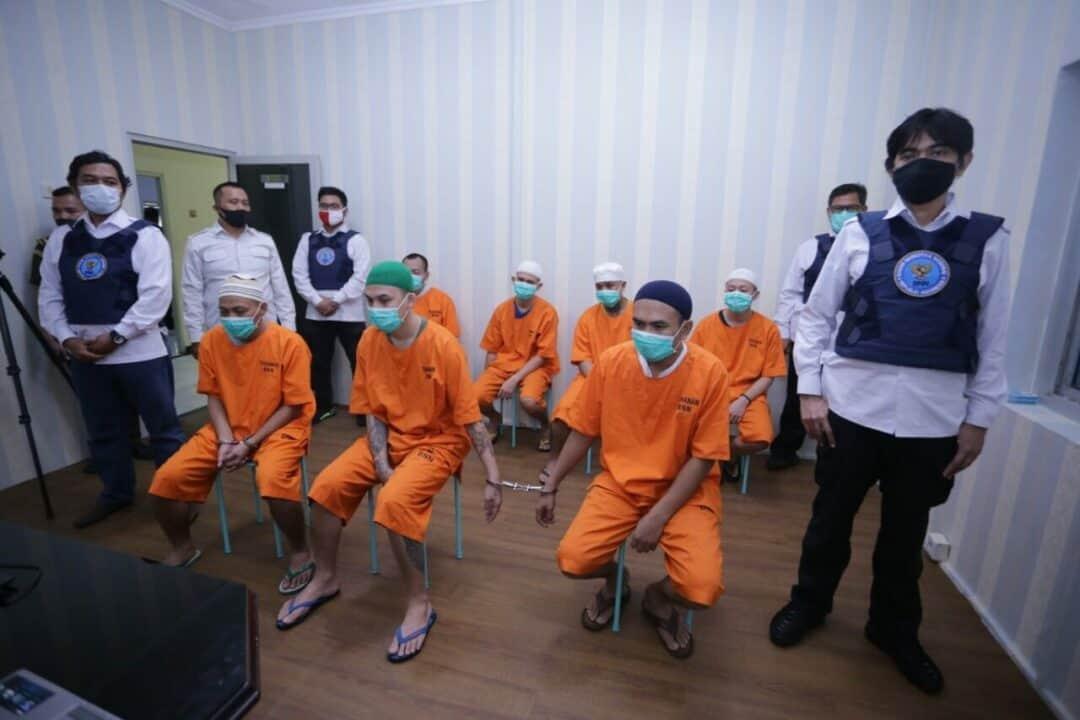 Tujuh Terdakwa Penyelundupan 176 Kg Ganja Jalani Sidang Secara Virtual di BNN