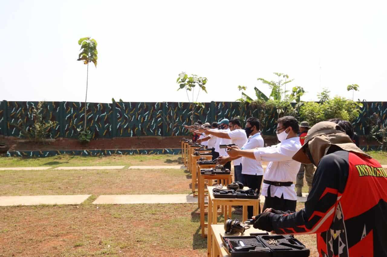 Kepala BNN Tinjau Langsung Anggotanya Berlatih Menembak