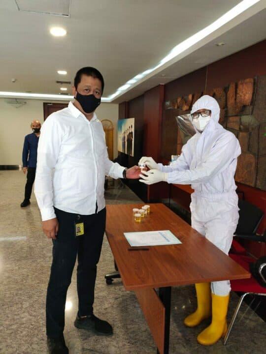 Garuda Indonesia Laksanakan Tes Urine Bagi Direksi dan Air Crew