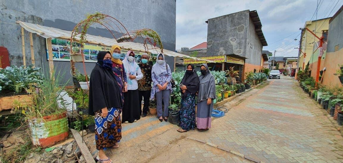 Kunjungan Kasi Monev Masyarakat BNN dengan Kepala Dinas Ketahanan Pangan Kota Makassar ke Kawasan Tanaman Hidroponik Di Kecamatan Panakkukang