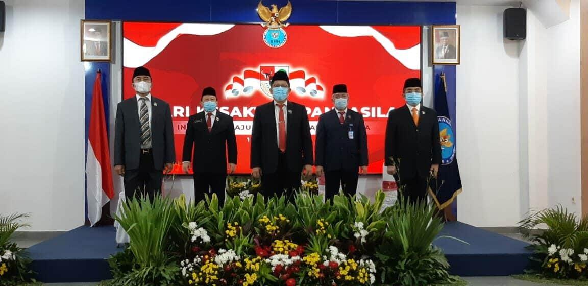 Inspektur Utama Bersama Sekretaris Utama dan Para Deputi di lingkungan BNN Mengikuti Kegiatan Upacara Kesakitan Pancasila