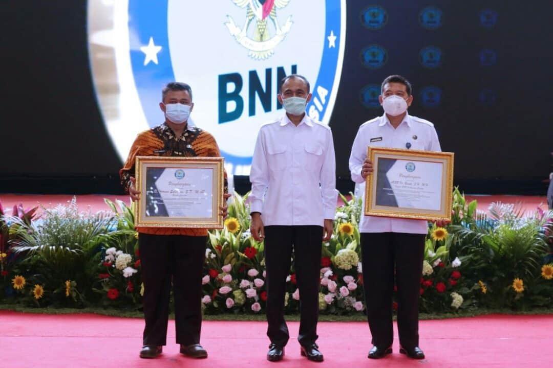 BNN Berikan Penghargaan Kepada Bupati dan Kepala BNNK Cianjur Atas Dukungan Penuh P4GN