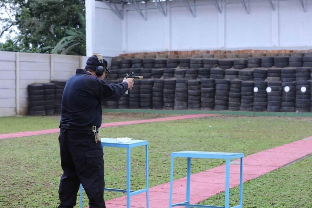 Kepala BNN Gelar Latihan Menembak di Lido