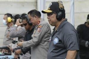 Kepala BNN RI Beserta Seluruh Kepala BNN Provinsi Mengikuti Pelatihan Menembak